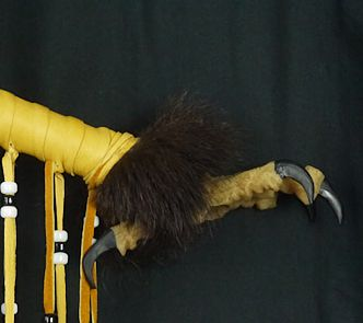 side view of eagle foot