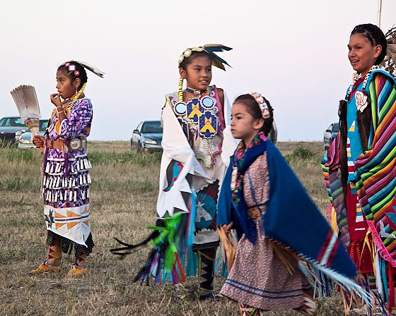 sioux indians essay Outlines the origins and history of the sioux indians.