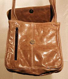 tan leather shoulder bag